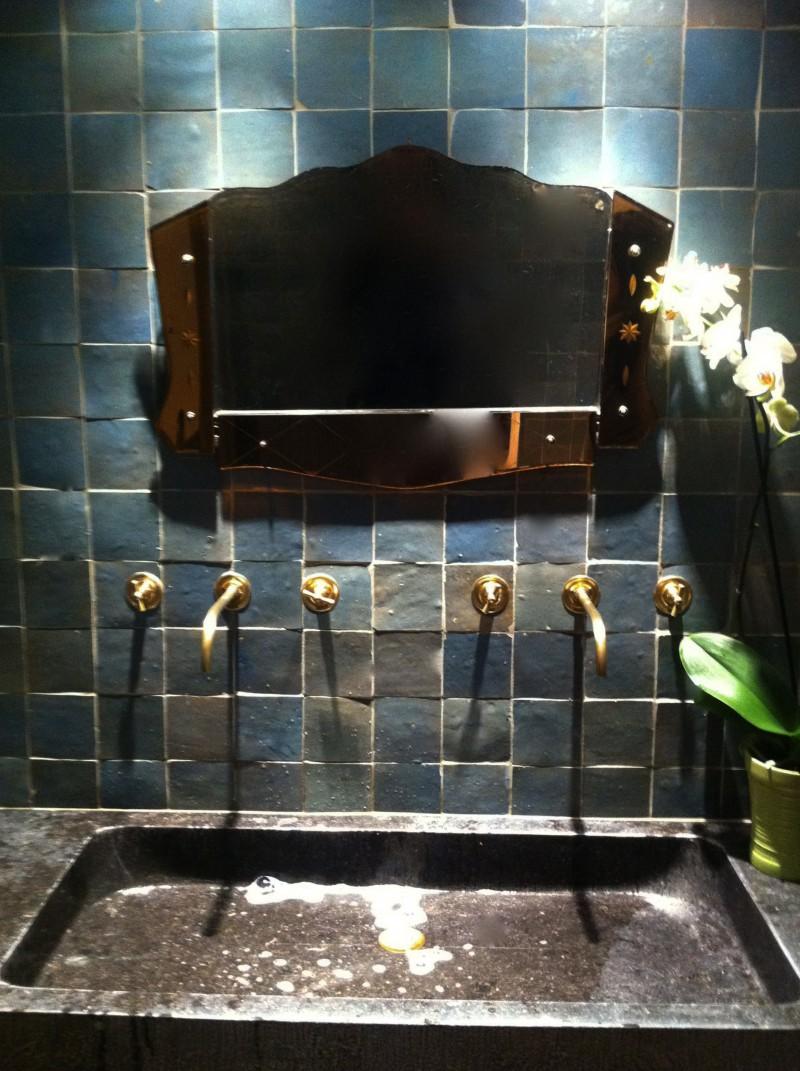 mur de salle de bain en zellige art et sud d co. Black Bedroom Furniture Sets. Home Design Ideas