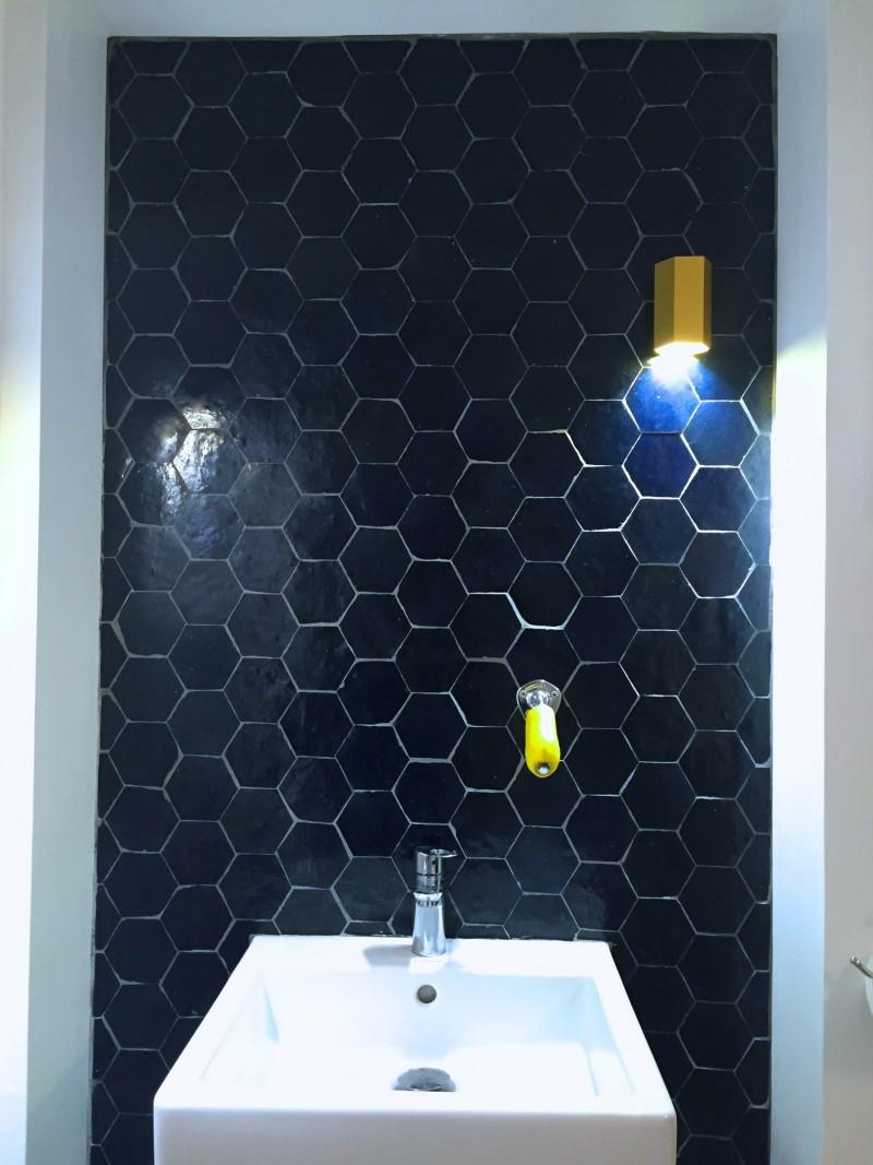 mur zelliges motif tomette bleu nuit b2 art et sud d co. Black Bedroom Furniture Sets. Home Design Ideas